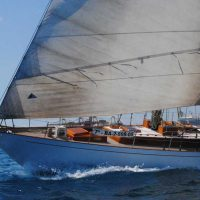 A superb outstanding classic on sale through Barcos Singulares